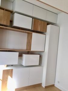 Meuble mixte ikea hack of le dahé mêlant une structure sur mesure et des éléments IKEA.