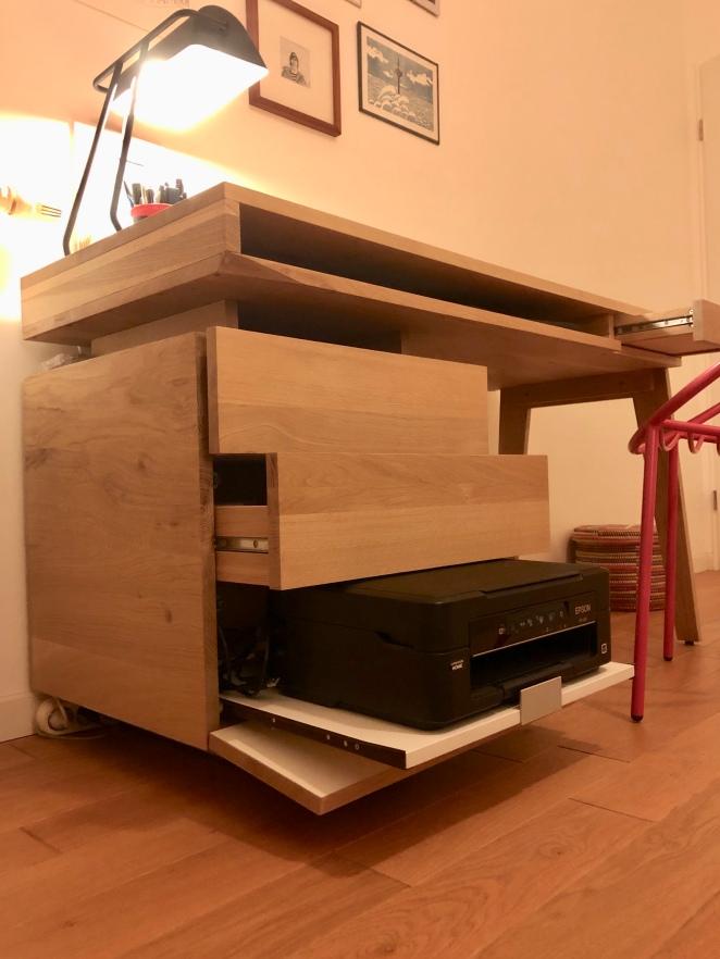 Bureau BB1 sur mesure of le dahé en chêne massif avec bloc de rangement et un tiroir dédié à l'imprimante. 1100€