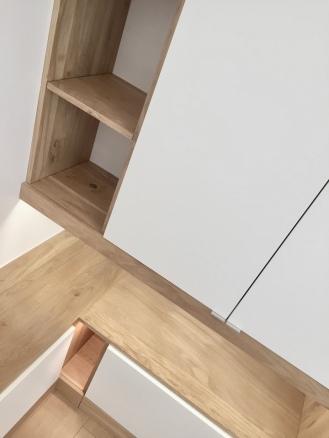 Dressing ikea hack of le dahé mêlant des éléments IKEA et une structure sur mesure en chêne massif huilé. 2440€