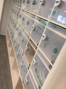 Meuble à casiers sur mesure en stratifié muni de fermetures sécurisées of le dahé.